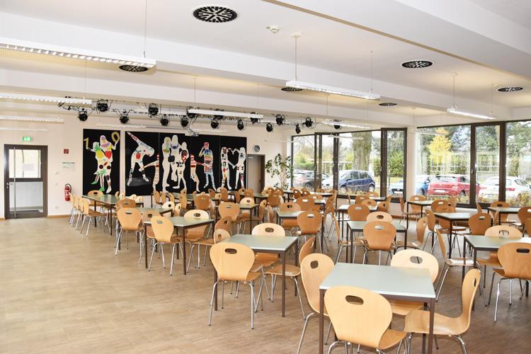 Gesamtschule Woltersdorf der FAWZ gGmbH_Schulgebaeude_EG_Mensa_Mitte