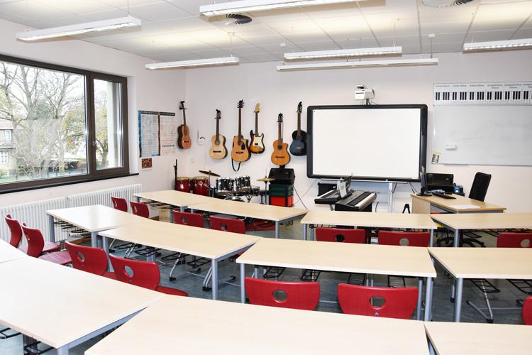 Gesamtschule Woltersdorf der FAWZ gGmbH_Schulgebaeude_OG_218_Musik_links