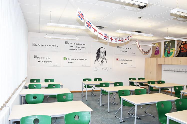Gesamtschule Woltersdorf der FAWZ gGmbH_Schulgebaeude_OG_222_Englisch_Mitte