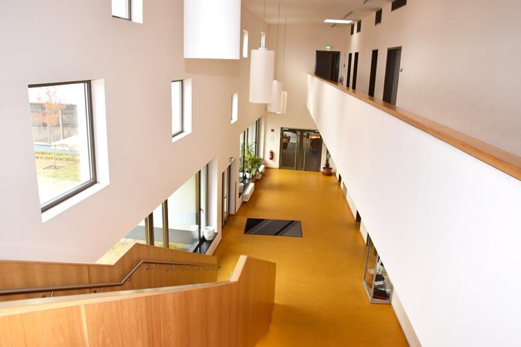 Gesamtschule Woltersdorf der FAWZ gGmbH_Schulgebaeude_OG_Galerie_Treppe 2