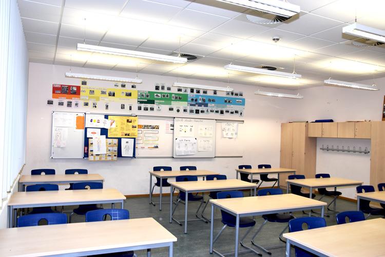 Gesamtschule Woltersdorf der FAWZ gGmbH_Schulgebaeude_EG_217_vorn links